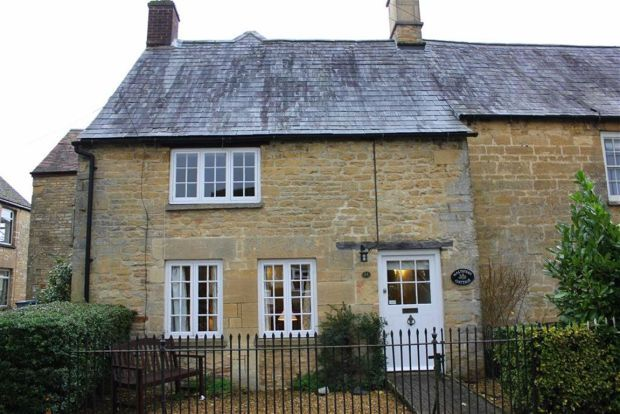 Thumbnail Cottage to rent in High Street, Milton-Under-Wychwood