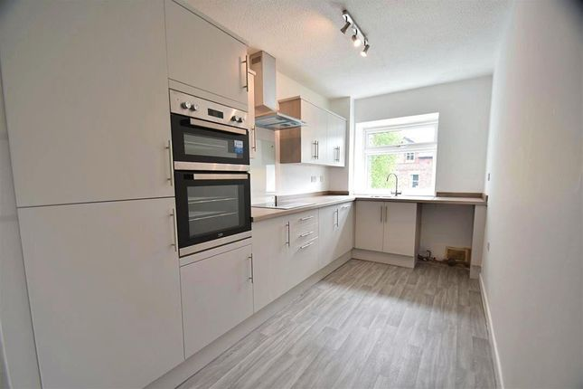 3 bed flat to rent in The Sycamores, Beaufort Avenue, Sale M33