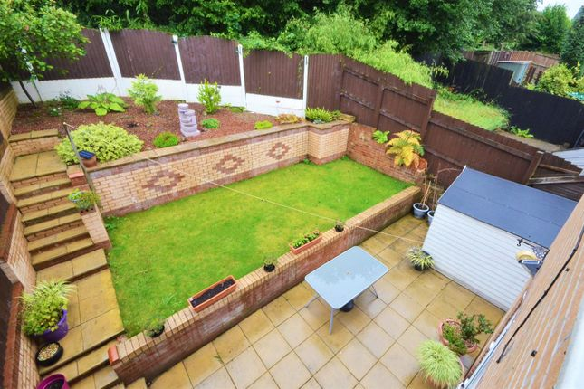 Garden of Meadowcroft Mews, Castleford WF10