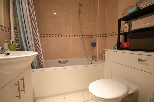 Bathroom of Stirling House, Silver Street, Reading RG1