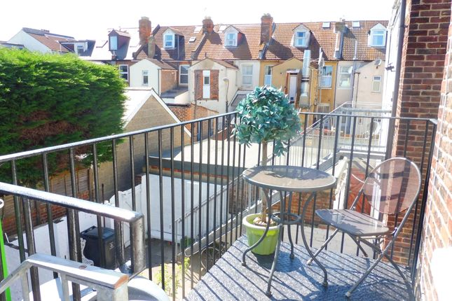 Thumbnail Flat to rent in Highland Road, Southsea