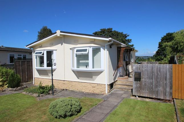 Thumbnail Mobile/park home for sale in The Circuit, Dodwell Park, Dodwell, Stratford-Upon-Avon