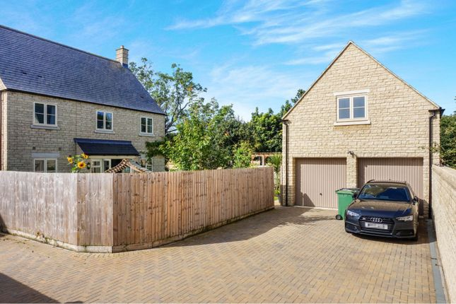 Double Garage of Jacobs Piece, Fairford GL7