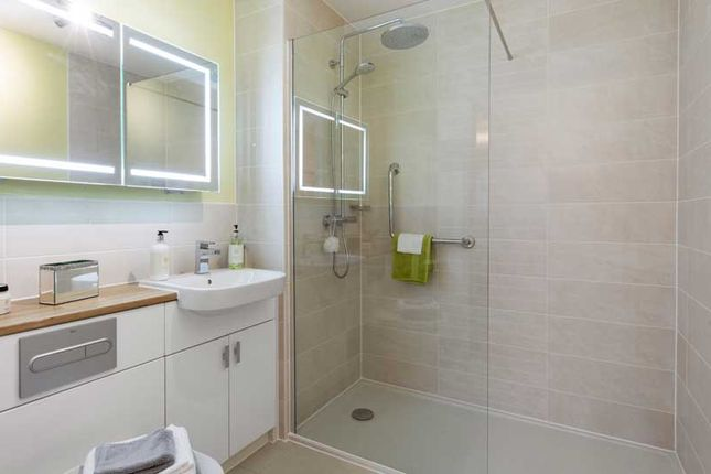 Flat for sale in Addington Road, Selsdon, South Croydon