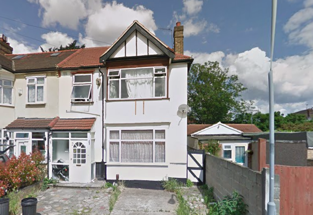 2 bedroom flat to rent in St. Helens Road, Ilford
