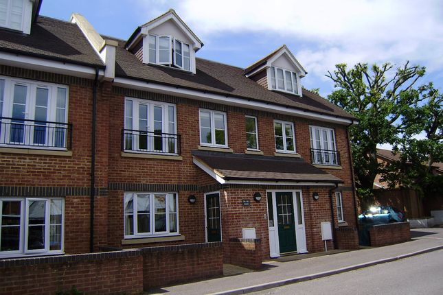 Thumbnail Flat to rent in Wey Hill, Haslemere