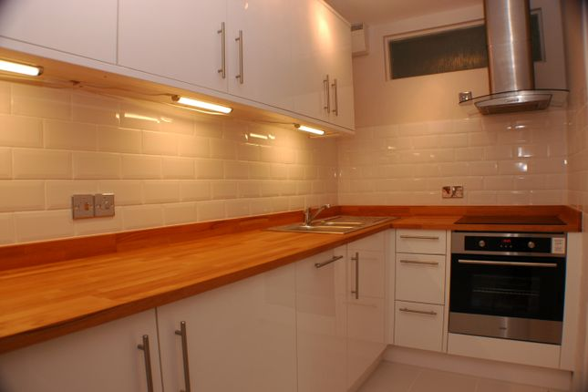 Thumbnail Flat to rent in Farnham Road, Guildford