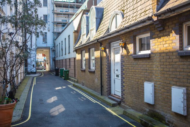 1 bed property to rent in London Mews, London