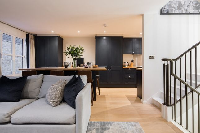 Thumbnail Town house to rent in Dunworth Mews, London