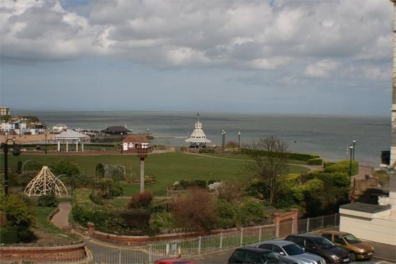 Thumbnail Town house for sale in Queens Gardens, Broadstairs
