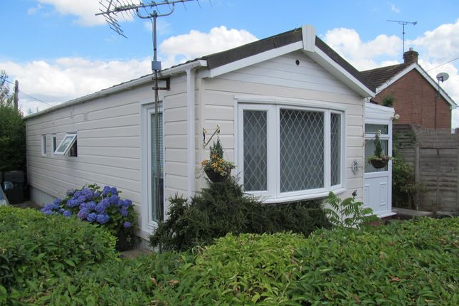 Thumbnail Mobile/park home for sale in The Glen, Linthurst Newtown, Blackwell, Bromsgrove, Worcs