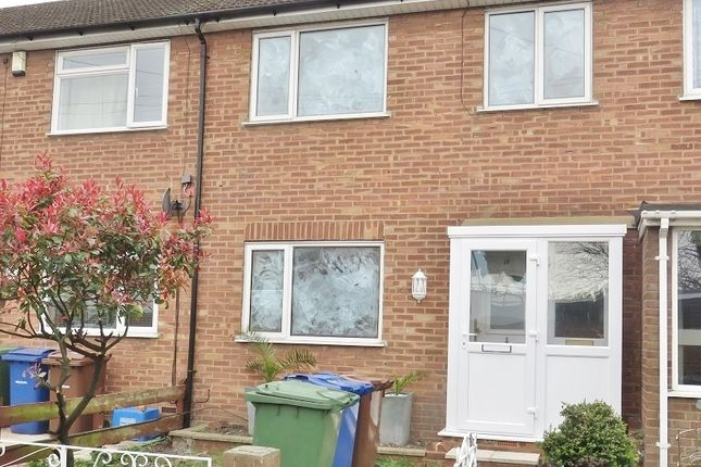 Thumbnail Terraced house to rent in Crescent Avenue, Grays