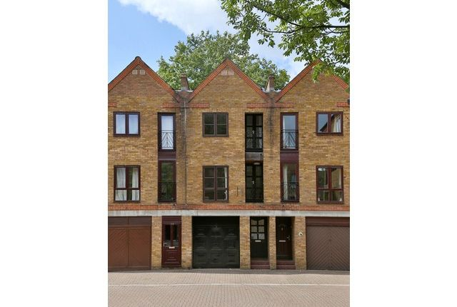 Thumbnail Property to rent in Brunswick Quay, Rotherhithe, London