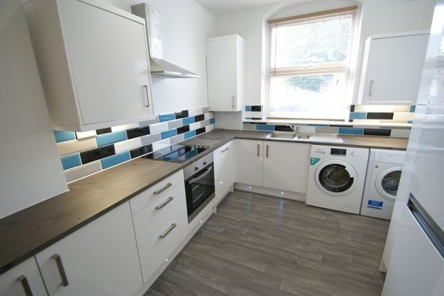 Thumbnail Flat to rent in Regent Terrace, Hyde Park, Leeds