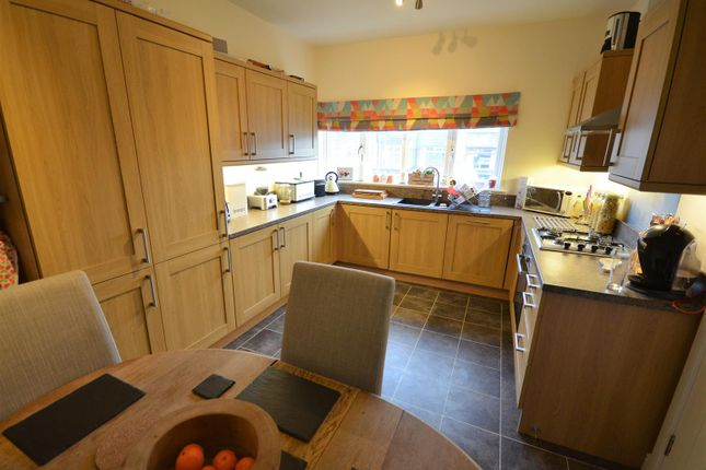 Thumbnail Town house for sale in Savile Road, Elland