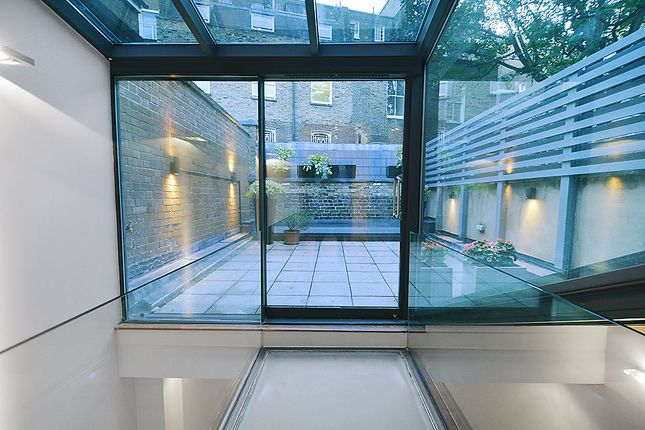 Thumbnail Terraced house to rent in Guildhouse Street, London