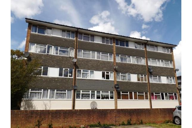 Thumbnail Flat for sale in Woodland Avenue, Brentwood