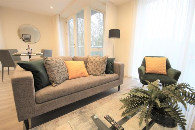 Thumbnail Flat for sale in Farringdon House, Wood Street, East Grinstead