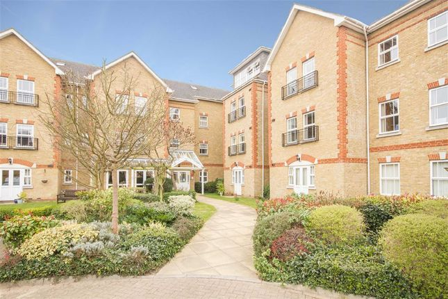 2 bed flat for sale in Draper Close, Isleworth