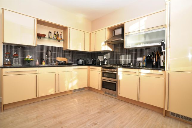 Thumbnail Flat to rent in Kingsley Avenue, Fairfield, Hitchin