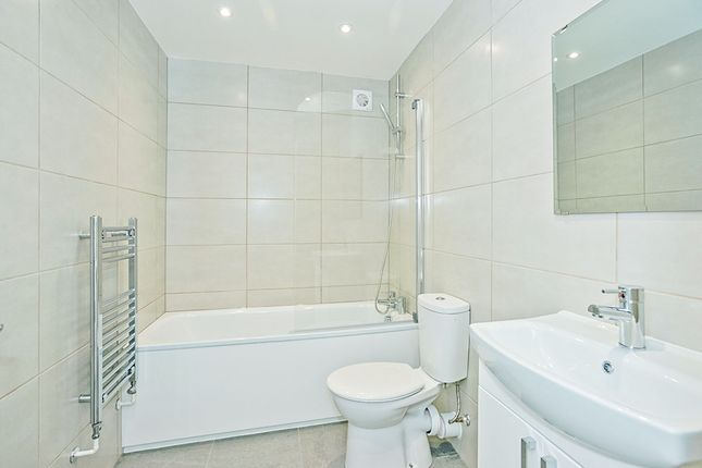 Bathroom of Kings Apartments, Hanway Road, Portsmouth PO2