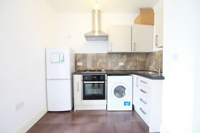 1 bed flat to rent in Trident House, Clare Rd, Stanwell, Staines, Stanwell