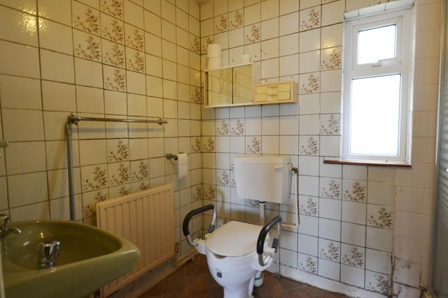 5 Bathroom of Church Road, Llanstadwell, Milford Haven SA73