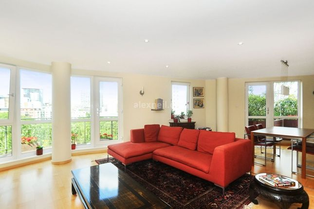 Thumbnail Flat to rent in Arnhem Place, London