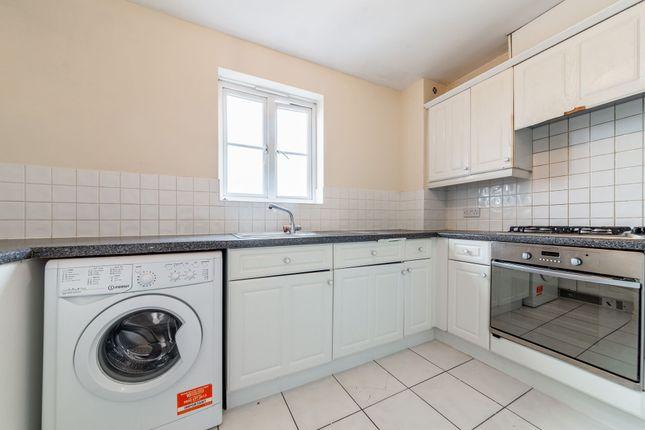 1 bed flat to rent in Tallis Court, Kidman Close, Gidea Park, Romford RM2