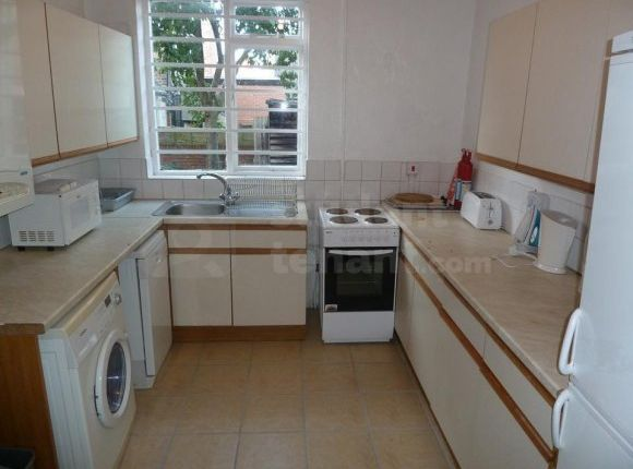 Thumbnail Shared accommodation to rent in Lenton Boulevard, Nottingham