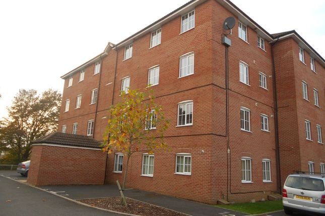 2 bed flat to rent in Galahad Close, Yeovil BA21