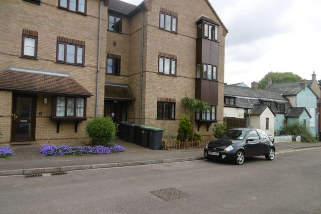 Thumbnail Flat to rent in Trinity Close, Biggleswade