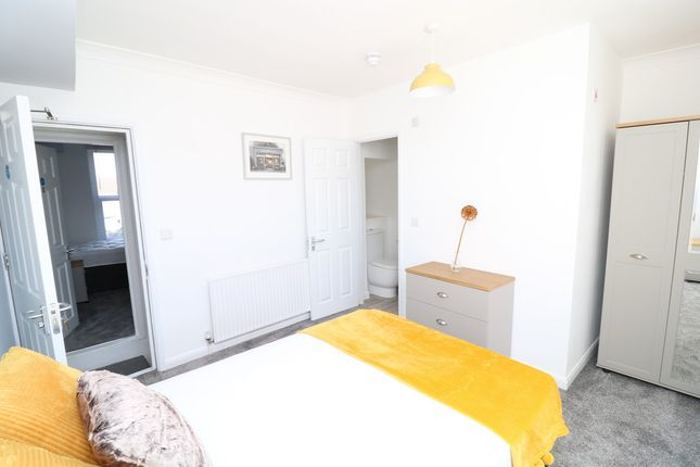 5 bed shared accommodation to rent in Castle Avenue, Rochester ME1