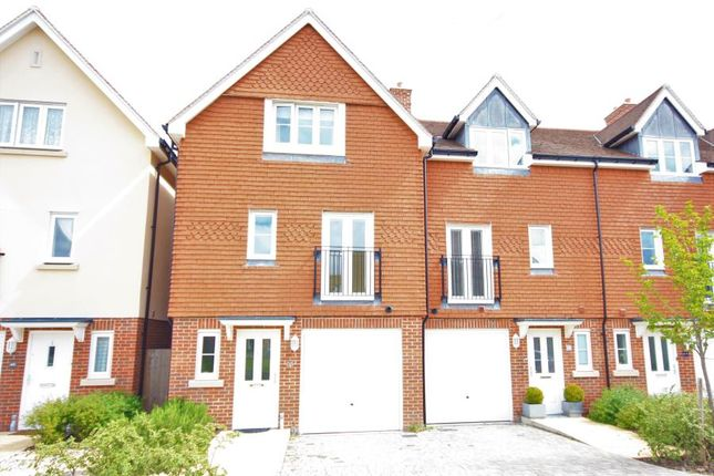 Thumbnail Flat to rent in Raynham Close, Guildford