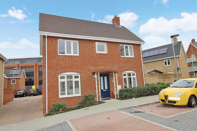 Thumbnail Detached house for sale in Orchid Drive, Town Centre, Hemel Hempstead
