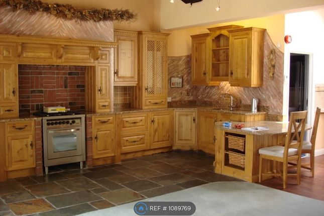 2 bed bungalow to rent in Wood Street, Calne SN11