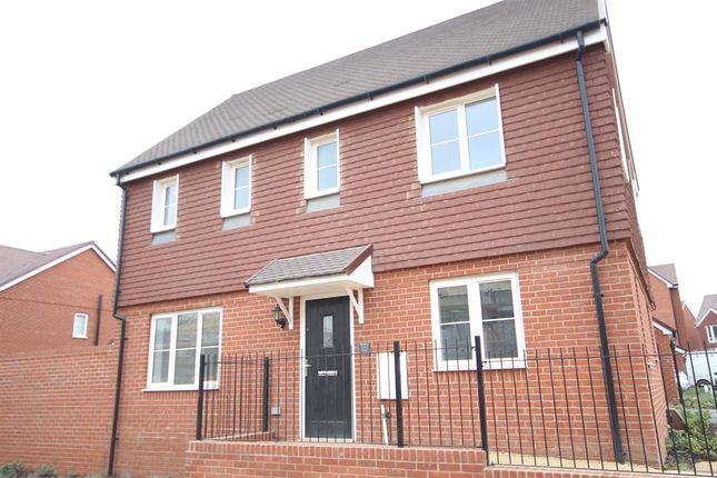 Thumbnail Detached house to rent in Killick Road, Horley