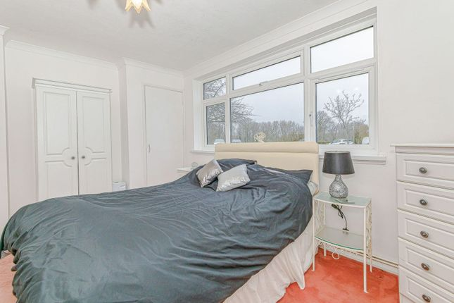 Flat for sale in Goodenough Way, Coulsdon