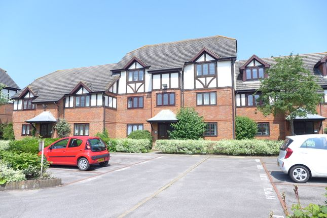 Flat to rent in St. Peters Court, West Molesey