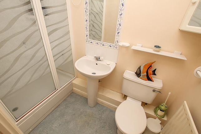 En Suite of Allwood Drive, Carlton, Nottingham NG4