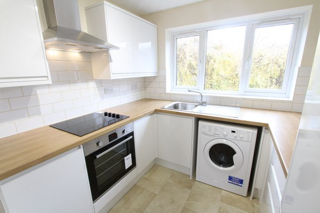 Thumbnail Flat to rent in Longworth Close, Banbury