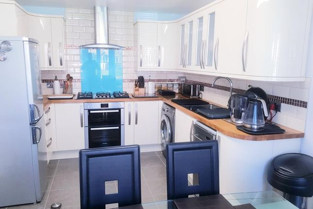Kitchen of Blackthorne Avenue, Carterton OX18