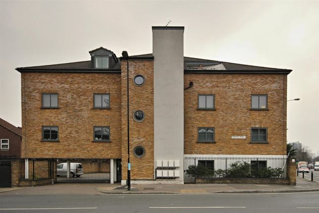 Thumbnail Flat to rent in Raymouth Road, London