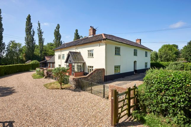 Thumbnail Farmhouse for sale in Bridge Road, Burston, Diss