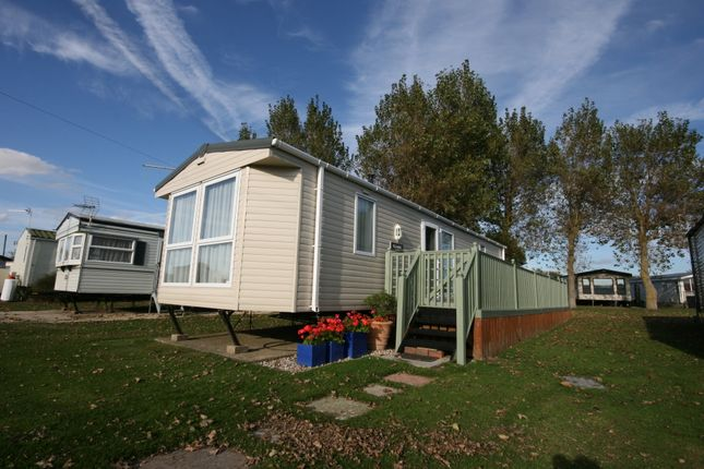 Thumbnail Mobile/park home for sale in Warner Road, Selsey
