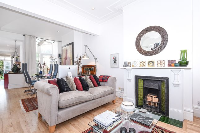 Thumbnail Terraced house for sale in Ravenslea Road, London