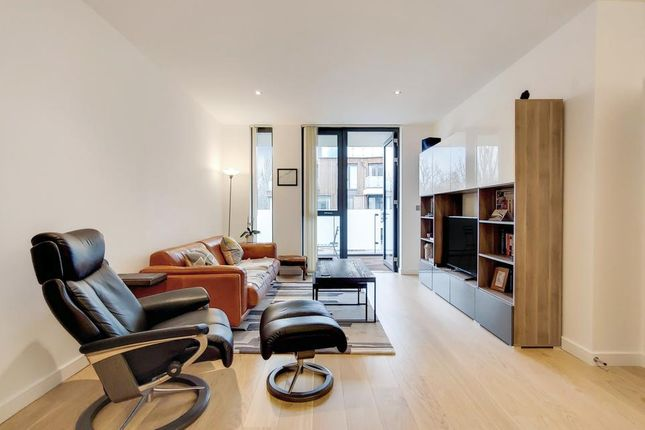 2 bed flat for sale in Quebec Way, London SE16