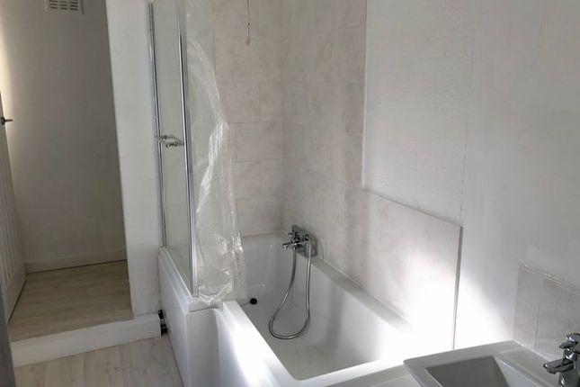 Bathroom of Gurnell Street, Scunthorpe DN15