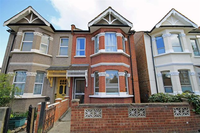 4 bed property to rent in Leighton Road, London