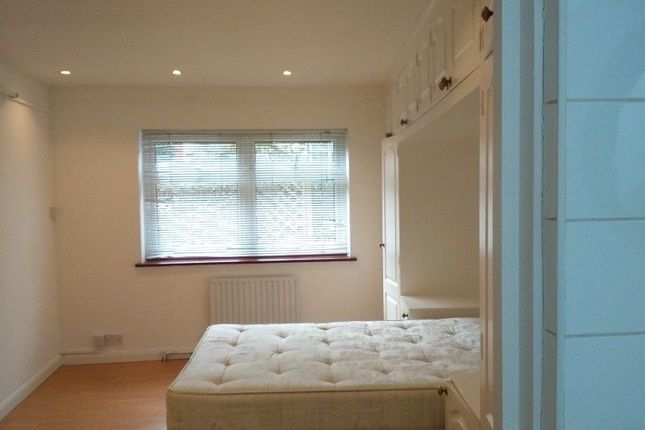 Thumbnail Bungalow to rent in Haslemere Avenue, Hendon London